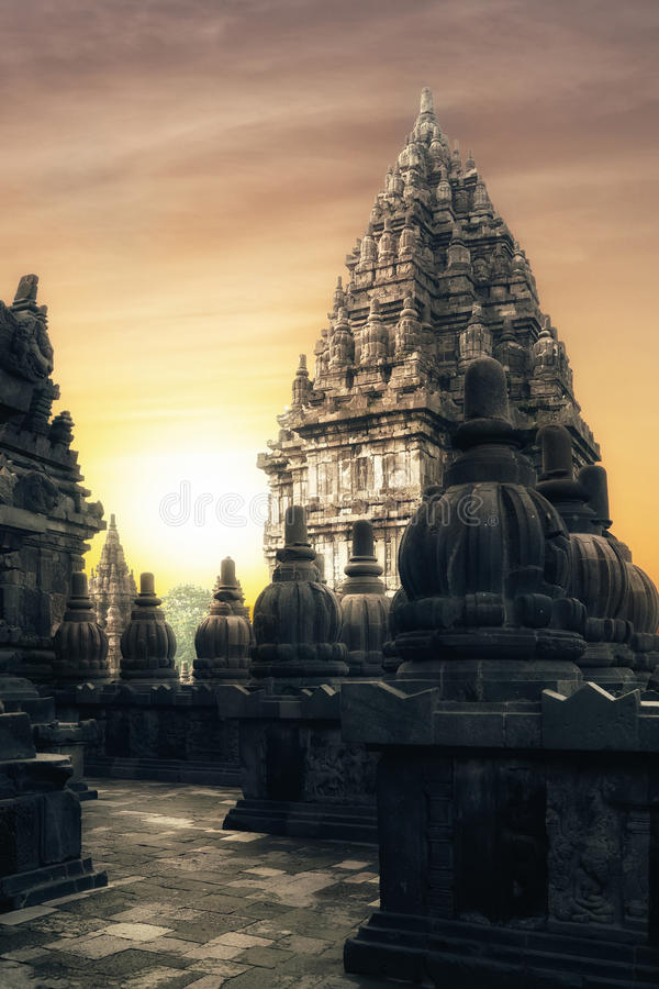 Sonnenaufgang an hindischem Tempel Prambanan Java, Indonesien lizenzfreie stockfotografie