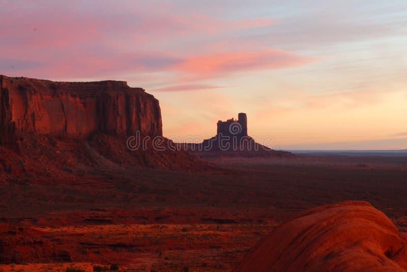 Sonnenaufgang im Denkmal-Tal stockbild
