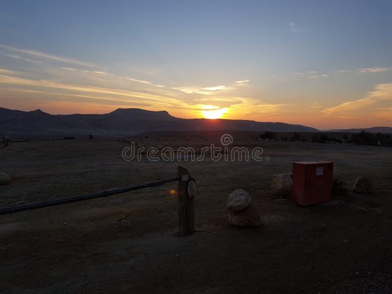 Sonnenaufgang im Nachtisch lizenzfreie stockbilder