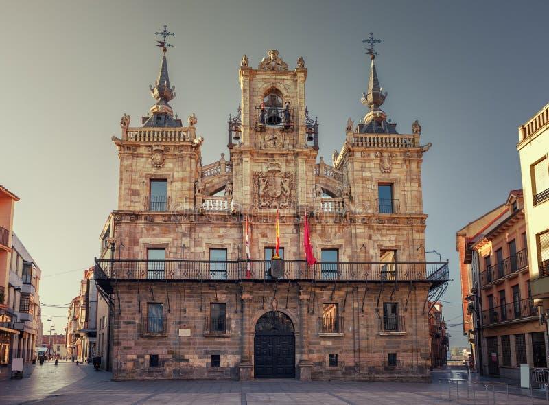Sonnenaufgang im StadtRathaus Astorga, Pilgerweg zu St James lizenzfreie stockbilder