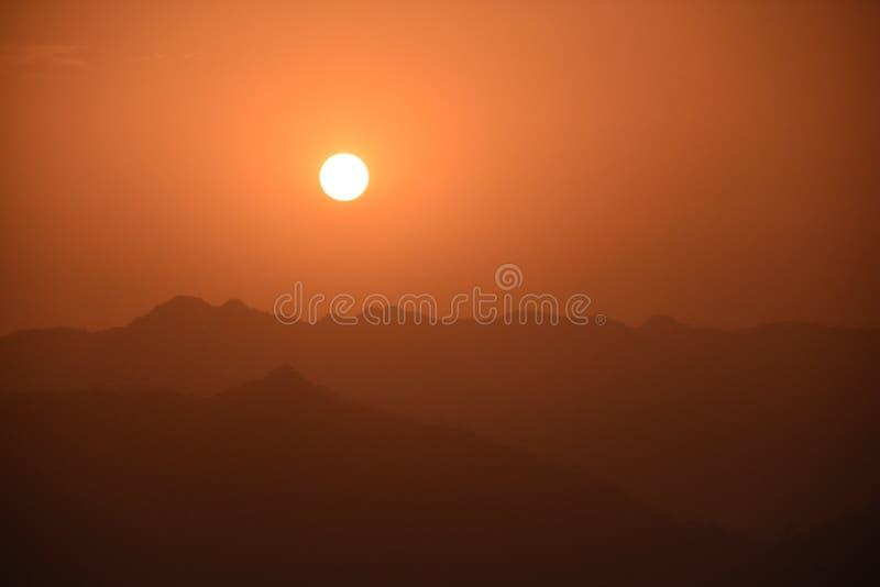 Sonnenaufgang in Indien, Rishikesh stockbilder