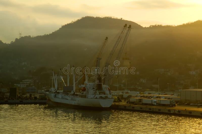 Sonnenaufgang-industrieller Kanal stockbild