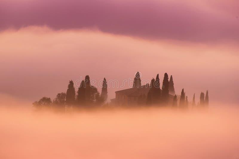 Sonnenaufgang in Italien lizenzfreie stockfotos