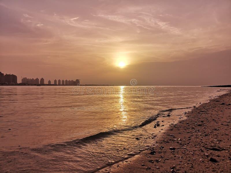 Sonnenaufgang an kulturellem Dorf Katara lizenzfreie stockfotos