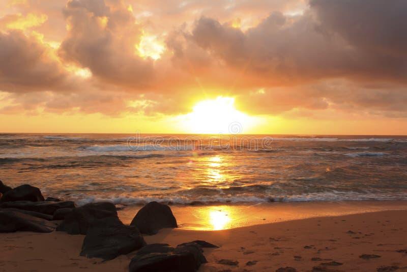 Sonnenaufgang in Lihue lizenzfreies stockbild