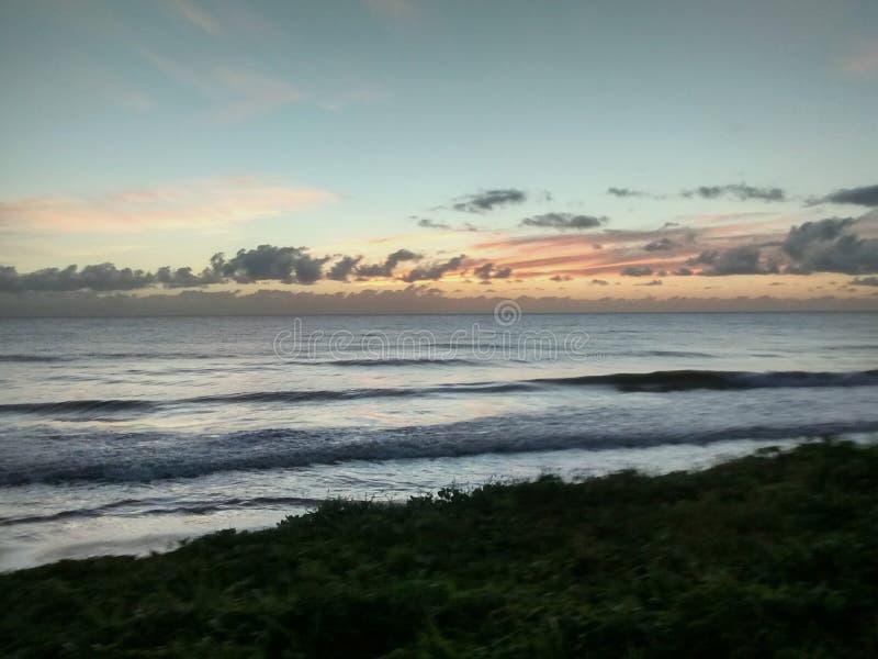 Sonnenaufgang in Meer stockfotos