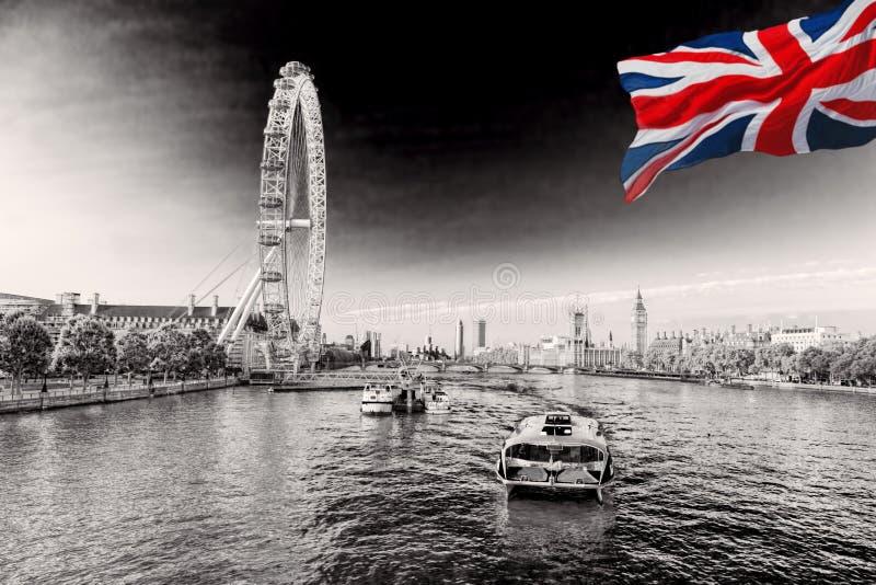 Sonnenaufgang mit Big Ben, Palast von Westminster, London Auge, Westminster-Brücke, die Themse, London, England, Großbritannien lizenzfreie stockfotos