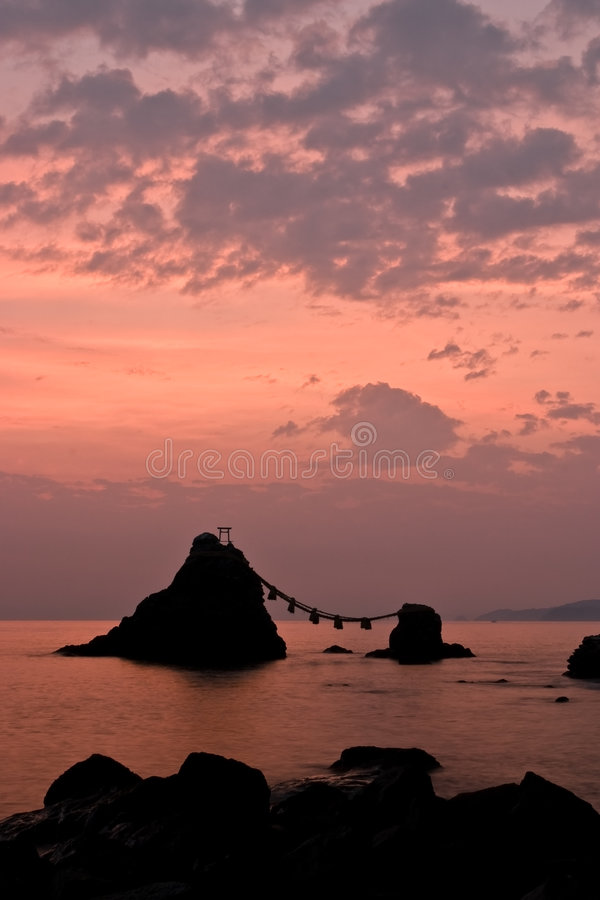 Sonnenaufgang nach verheirateten Felsen stockfotografie