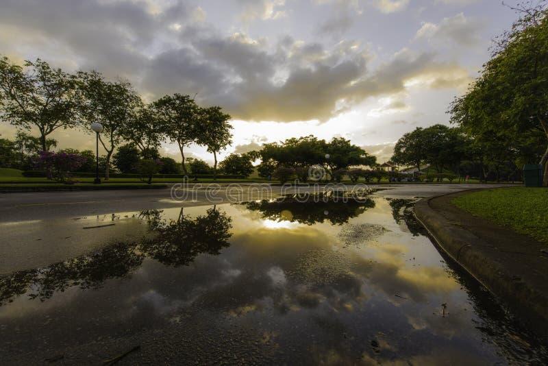 Sonnenaufgang nachdem dem Regnen lizenzfreie stockfotos