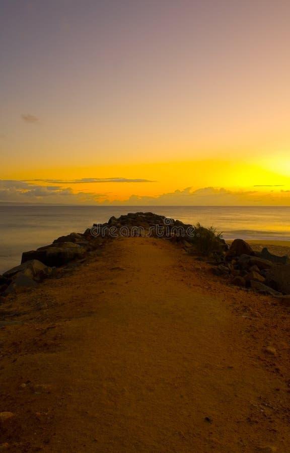 Sonnenaufgang am Noosa Wellenbrecher lizenzfreie stockbilder
