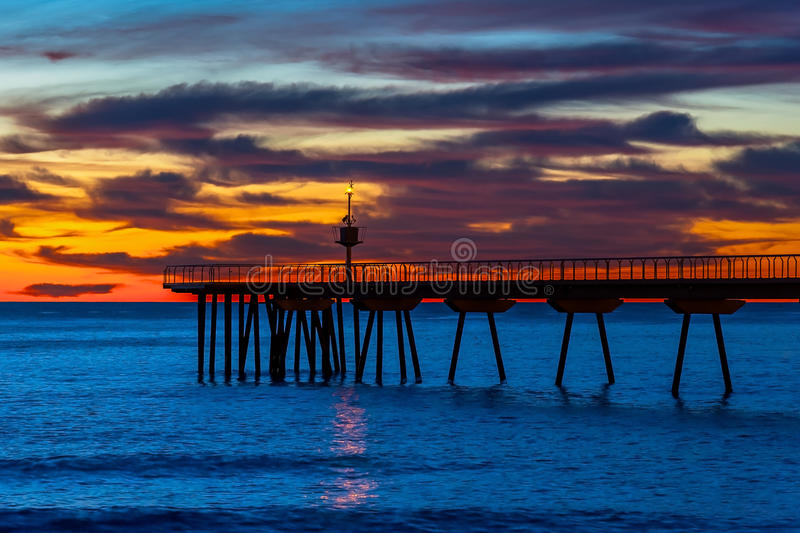 Sonnenaufgang am Pier lizenzfreie stockfotos