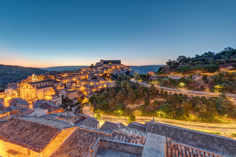 Sonnenaufgang in Ragusa Ibla in Sizilien stockfotos