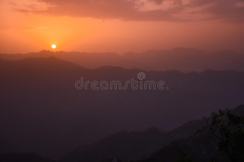 Sonnenaufgang in Rishikesh, Indien lizenzfreie stockfotografie