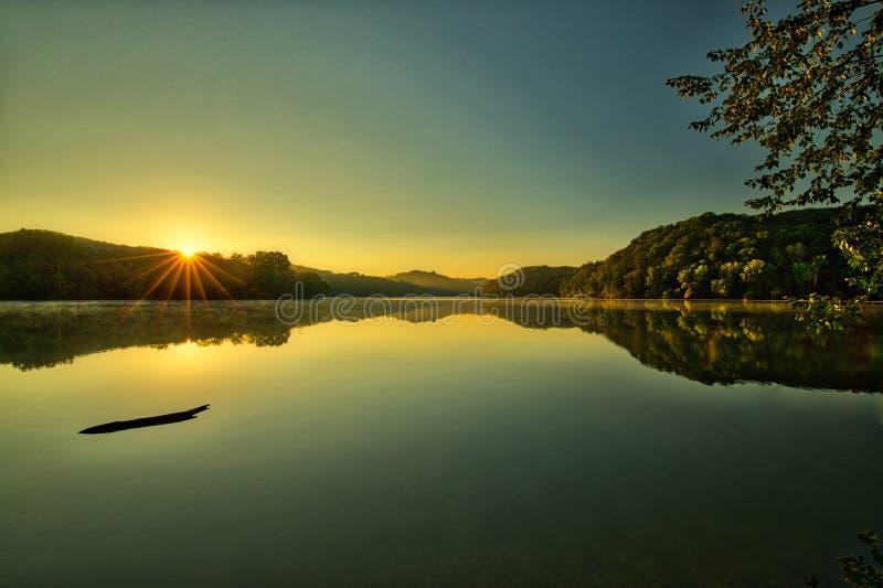 Sonnenaufgang-Ruhe stockfotografie
