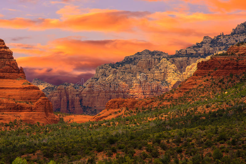 Sonnenaufgang Sedona Arizona lizenzfreies stockbild