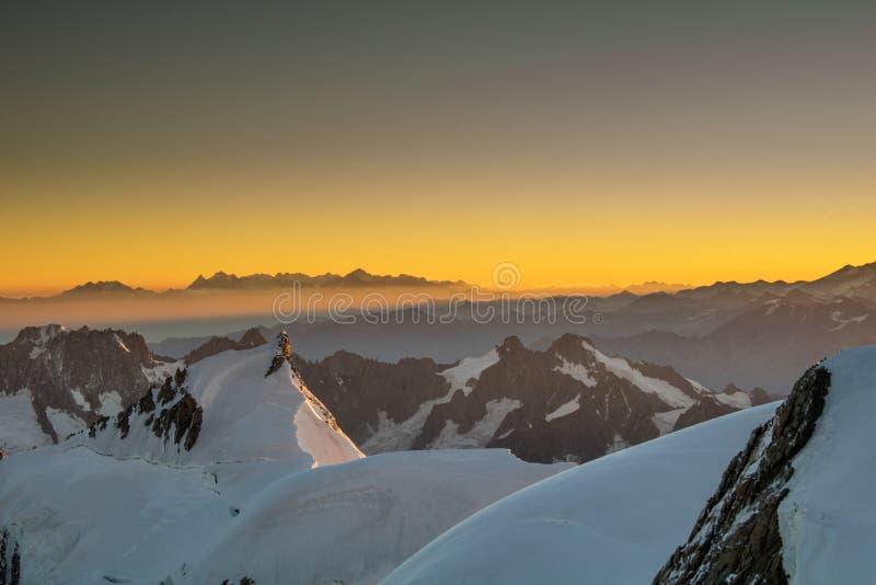 Sonnenaufgang-Sonnenstrahl stockfotografie