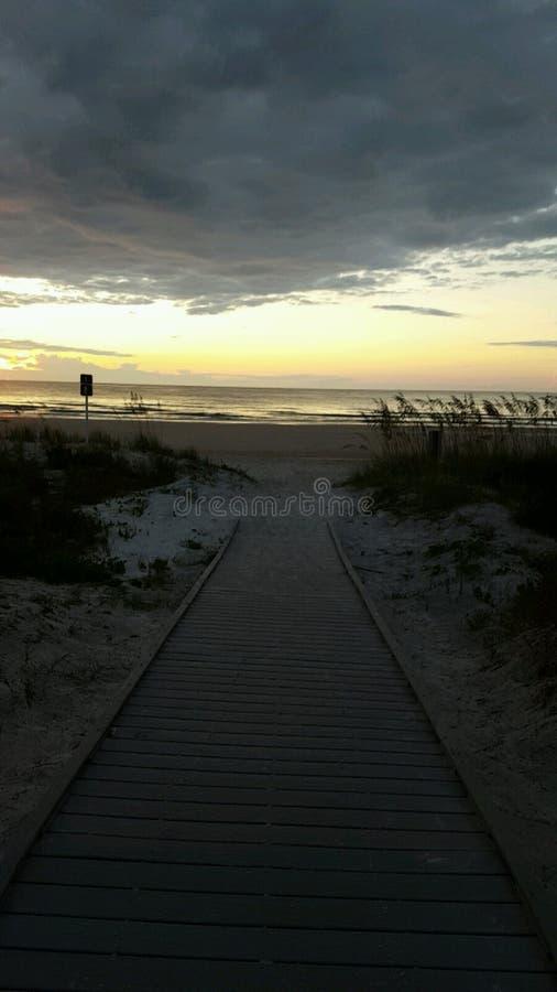 Sonnenaufgang am Strand stockfotos