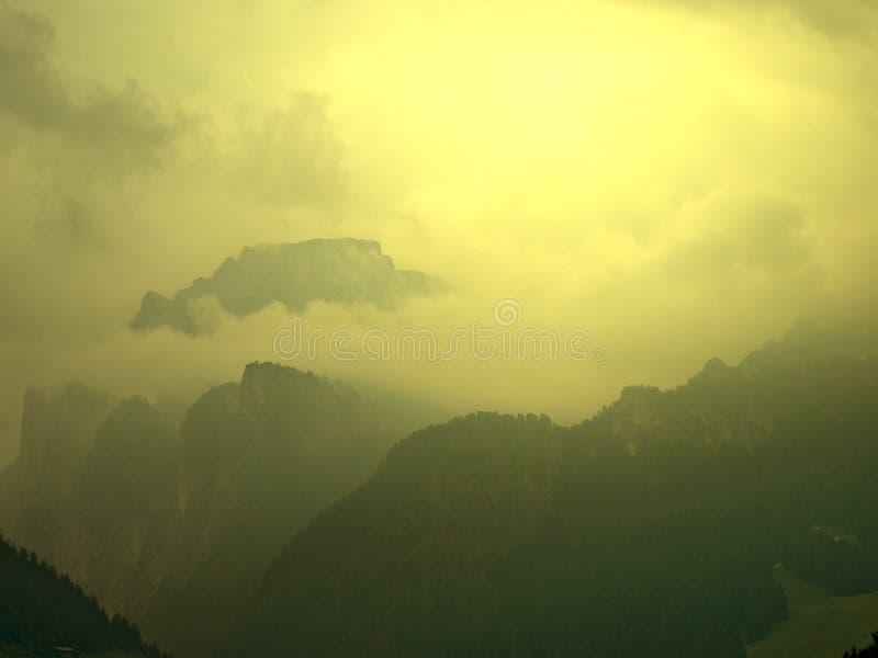 Sonnenaufgang und Wolken stockbild