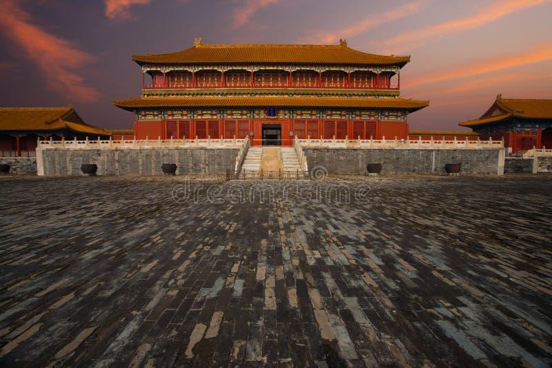 Sonnenaufgang verbotene Stadt, die nassen Fußboden aufbaut lizenzfreies stockfoto