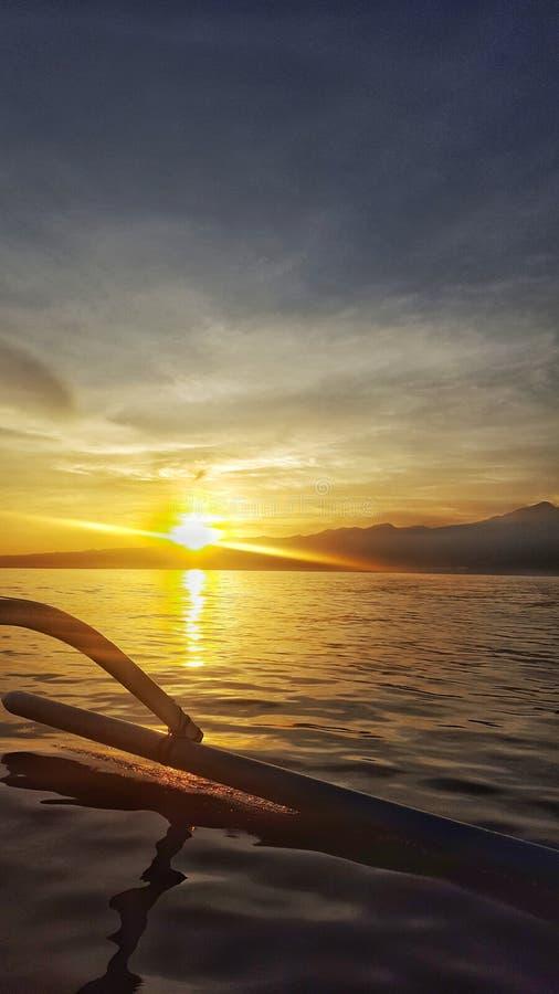 Sonnenaufgang vom Meer lizenzfreie stockfotografie