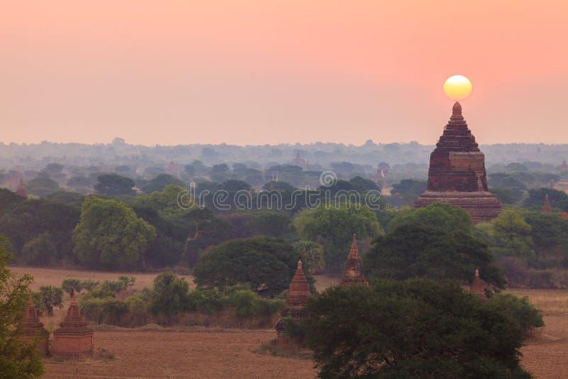 Sonnenaufgang von Shwesandaw-Pagode, Bagan, Myanmar lizenzfreies stockbild
