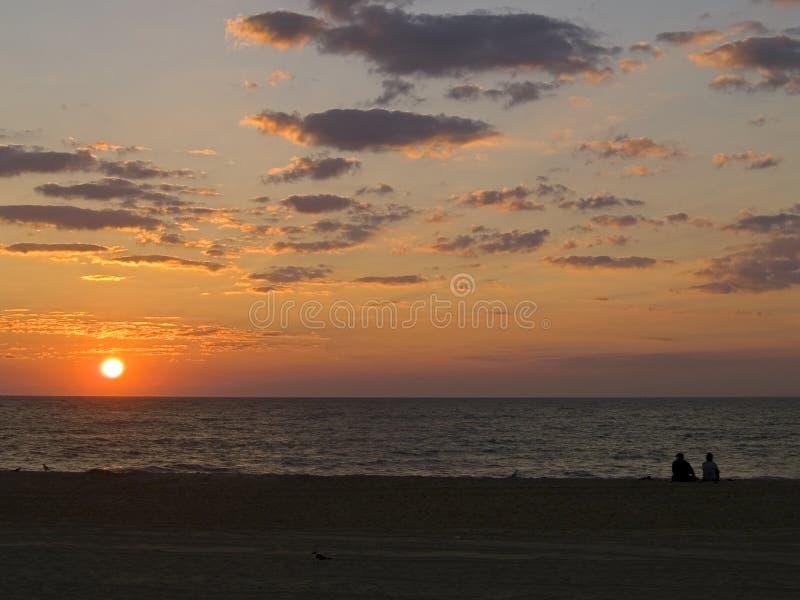 Sonnenaufgang zusammen lizenzfreie stockfotos