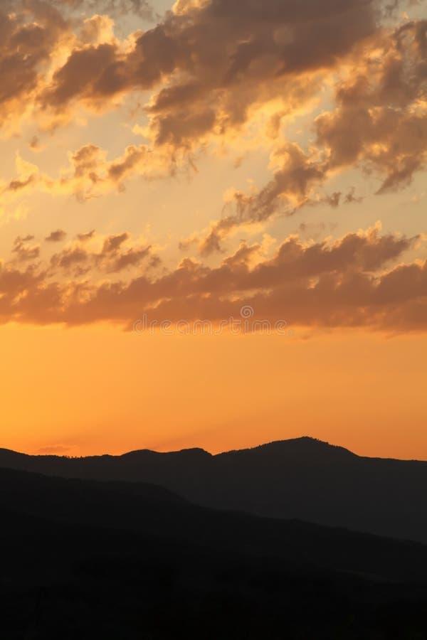 Sonnenaufgangansicht in Vipava-Tal, Slowenien stockfotos
