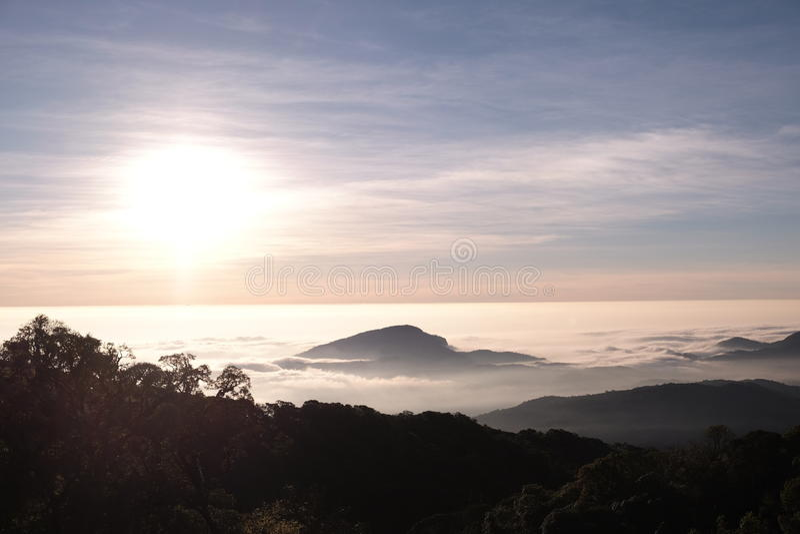 Sonnenaufgangansicht von Thailand lizenzfreies stockfoto