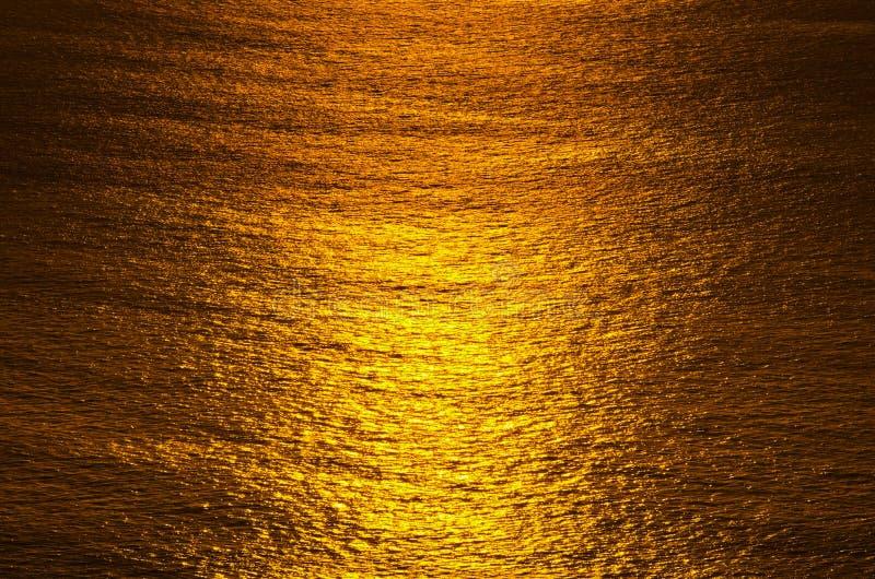 Sonnenaufgangglühen von Ozean stockfotos