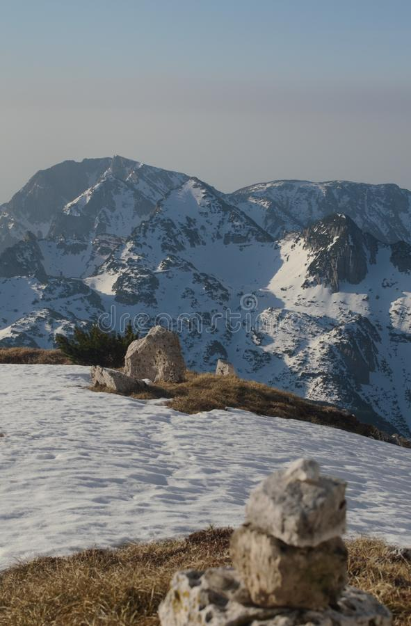 Sonnenaufganglicht auf schneebedeckten Gebirgs-Italien-Alpen stockfoto