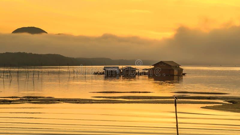 Sonnenaufgangmeer lizenzfreie stockfotos