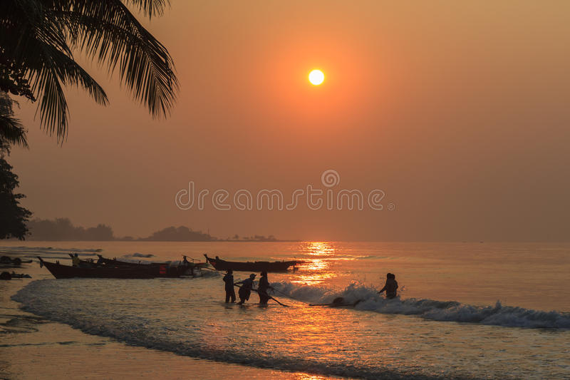 Sonnenaufgangstrand lizenzfreie stockfotos