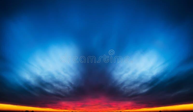 Sonnenaufgangwolke stockfoto