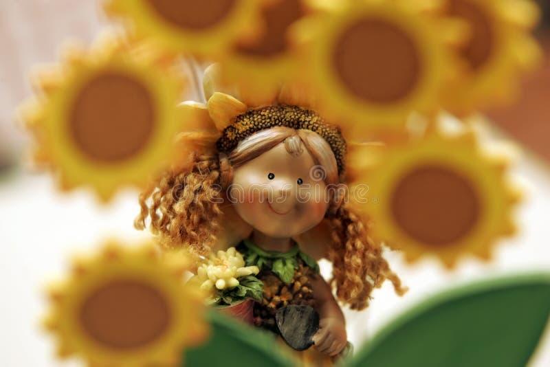 Sonnenblumeporzellanpuppe lizenzfreie stockbilder