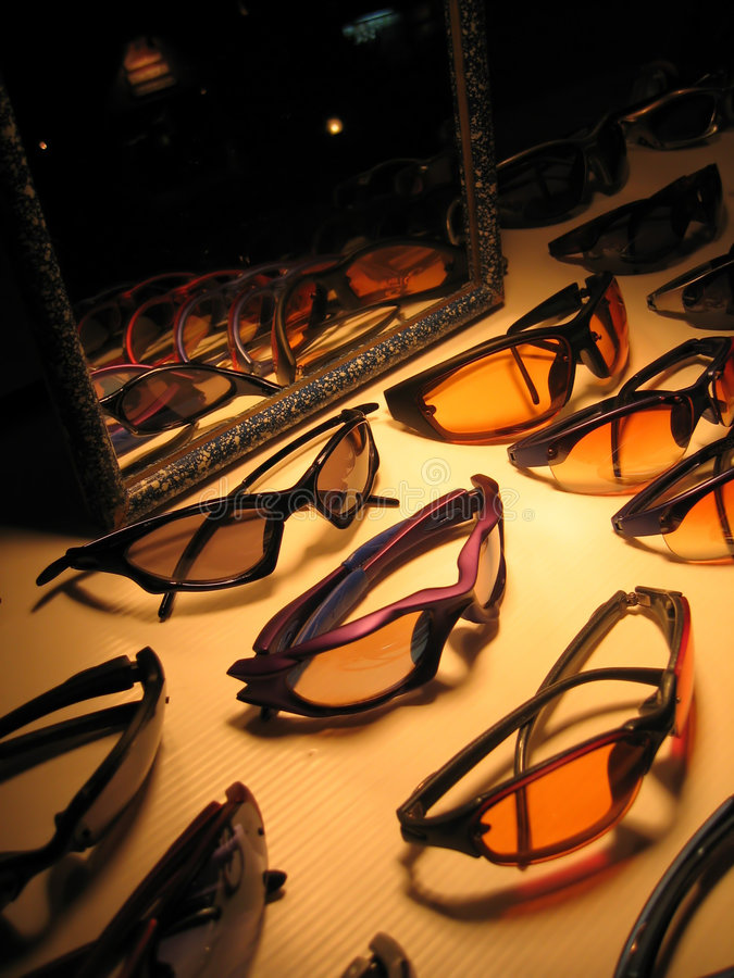 Download Sonnenbrillen stockbild. Bild von schauspiele, thailand - 26963