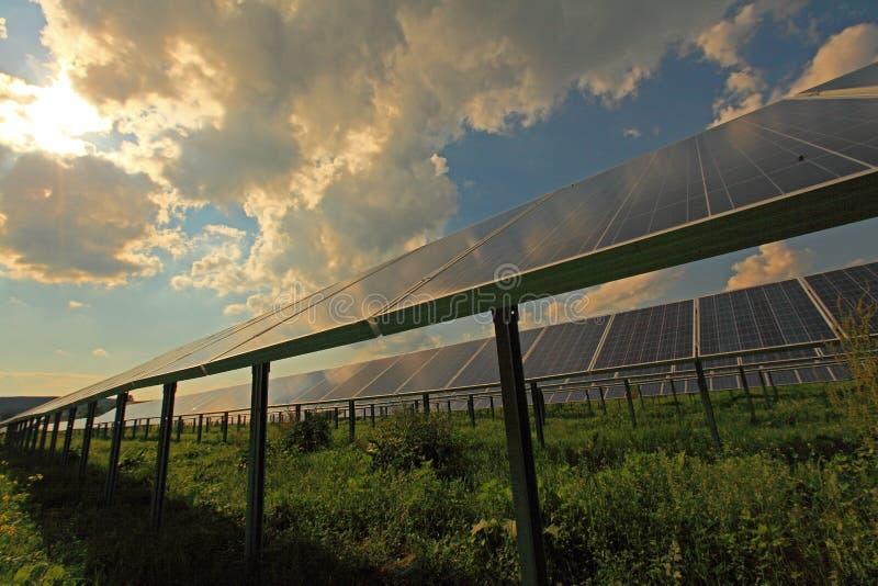 Sonnenenergie lizenzfreie stockbilder