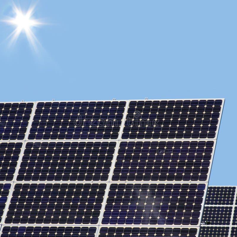 Sonnenenergie für Elektrizitätserzeugung stockfoto
