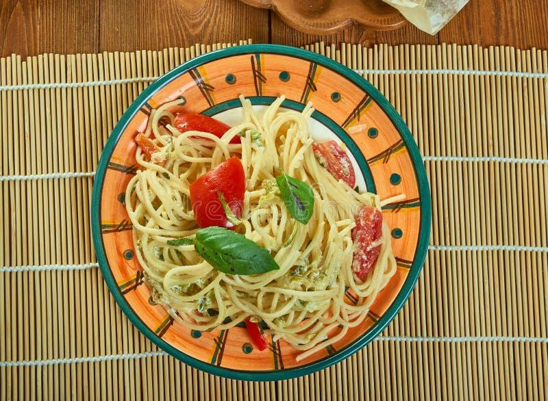 Sonnengetrocknete Tomate Alfredo With Zucchini Spaghetti lizenzfreies stockbild