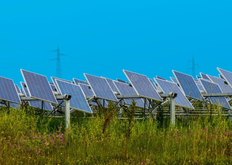Sonnenkollektor - foto-voltaisch lizenzfreie stockfotos