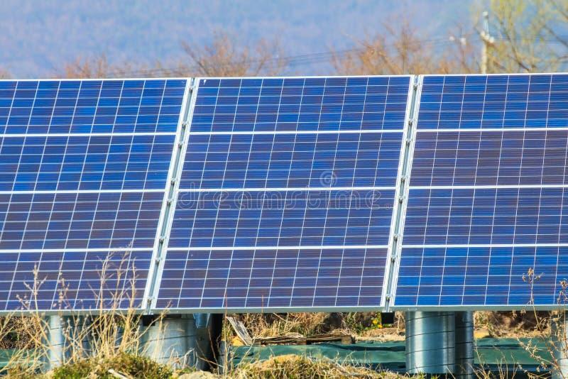 Sonnenkollektor, photo-voltaische Module für Innovation grünen Energie FO lizenzfreie stockfotos