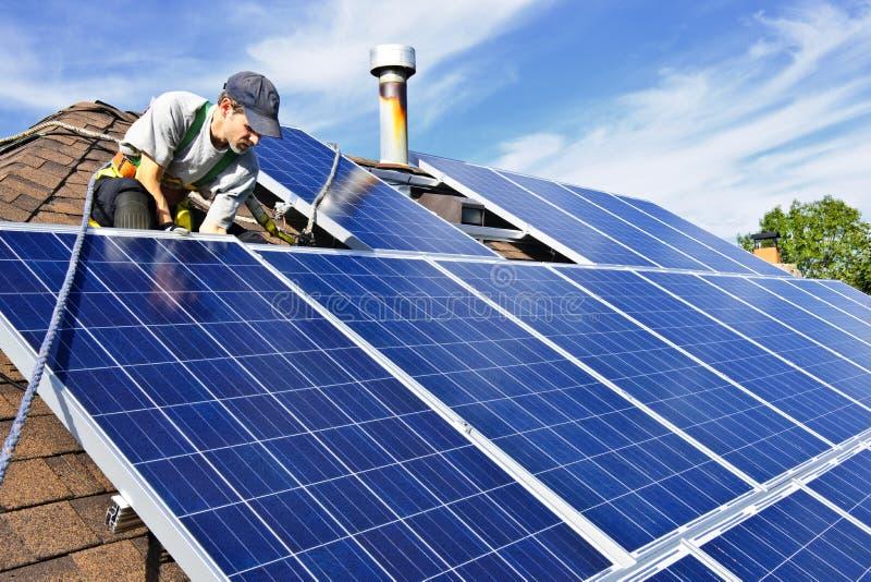 Sonnenkollektoreinbau lizenzfreie stockfotografie