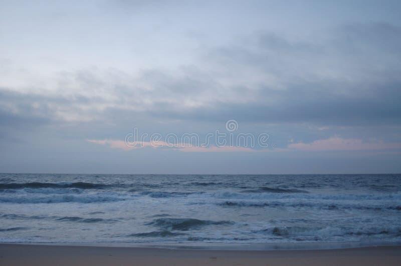 Sonnenlicht auf dem Strand lizenzfreies stockfoto