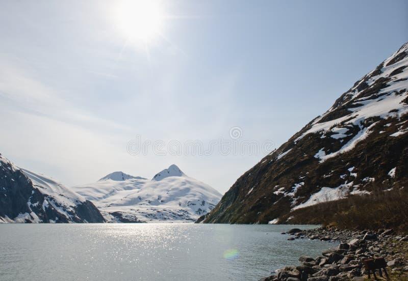 Sonnenschein über Portage Gletscher lizenzfreies stockfoto