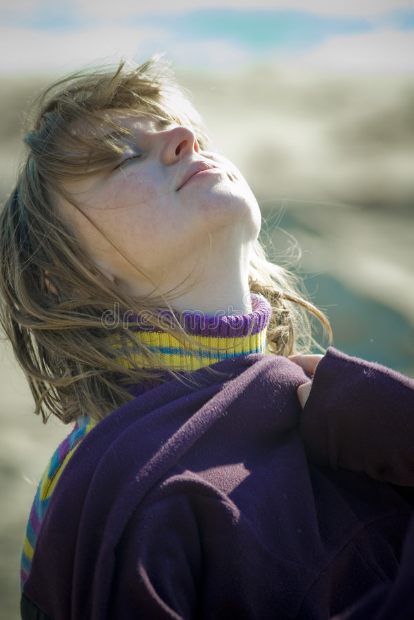 Sonnenschein des Mädchens morgens lizenzfreies stockbild
