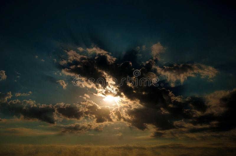 Sonnenschein und Wolken stockfoto