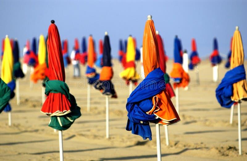 Download Sonnenschirme stockfoto. Bild von schatten, feiertage - 11280996