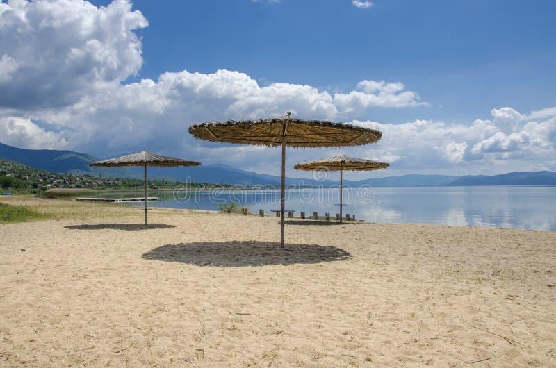 Sonnenschutz auf Strand lizenzfreie stockbilder