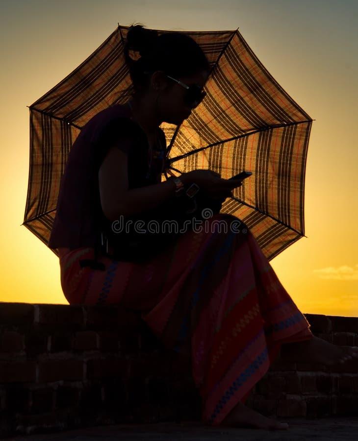 Sonnenuntergänge im Königreich von Bagan lizenzfreies stockbild
