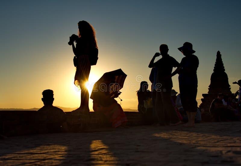 Sonnenuntergänge im Königreich von Bagan lizenzfreies stockfoto