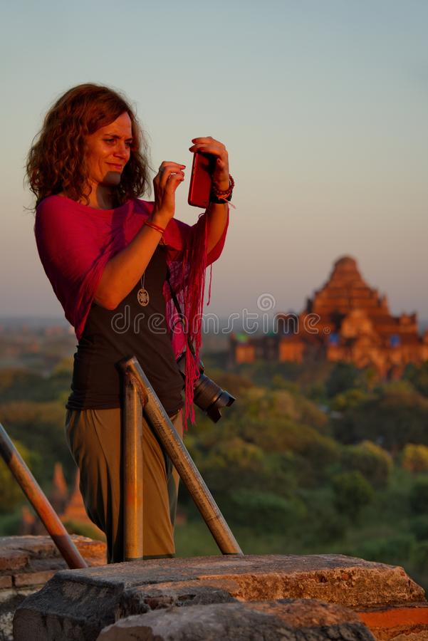 Sonnenuntergänge im Königreich von Bagan stockfotos